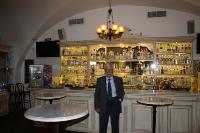 Раймондс Паулс — советскийлатвийский композитор, дирижёр, пианист, политический деятель.